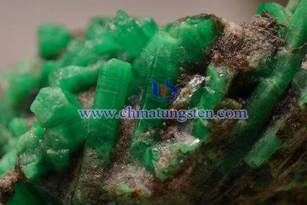芳华麻栗坡钨矿和祖母绿图片