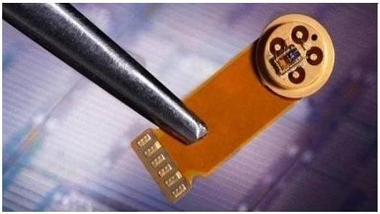 二硒化钨薄片-氧化铟纳米线复合近红外光电探测器图片