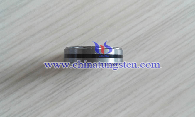 man tungsten carbide ring picture