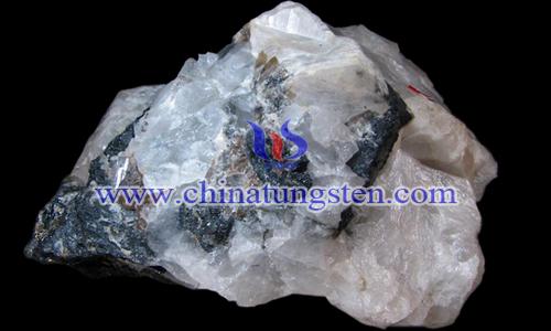 白钨矿图片