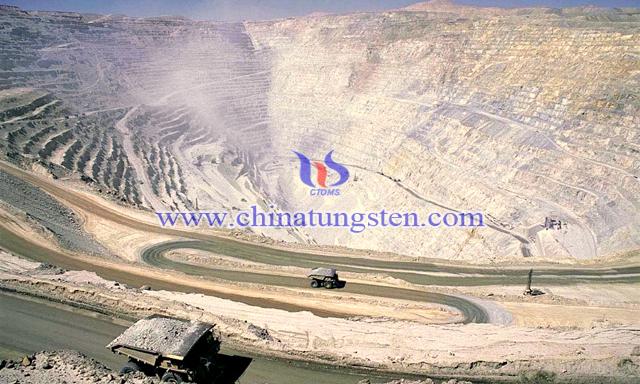 世界最大露天铜矿智利丘基卡马塔铜矿图片