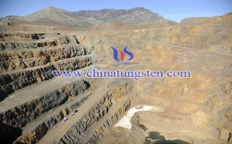 Mountain Pass rare earth mine image