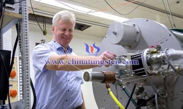 奧地利維也納工業大學鮑爾教授