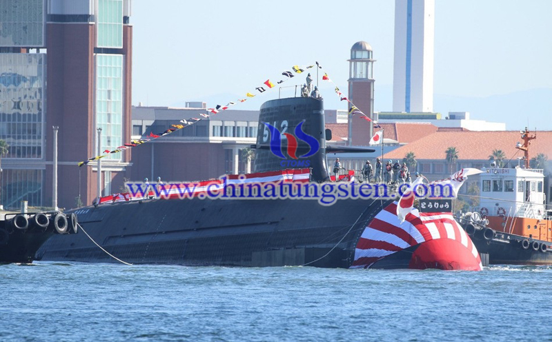 the submarine entered the water in Kobe image