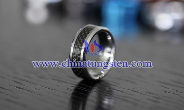 钨金戒指图片