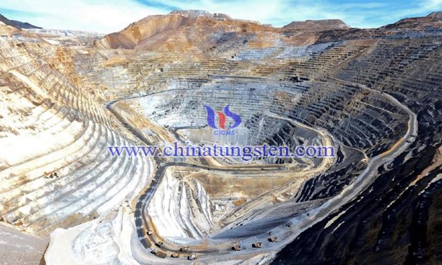 鉬銅礦山圖片