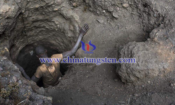 民主刚果钴矿开采作业图片