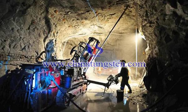 钨矿钻井生产采场